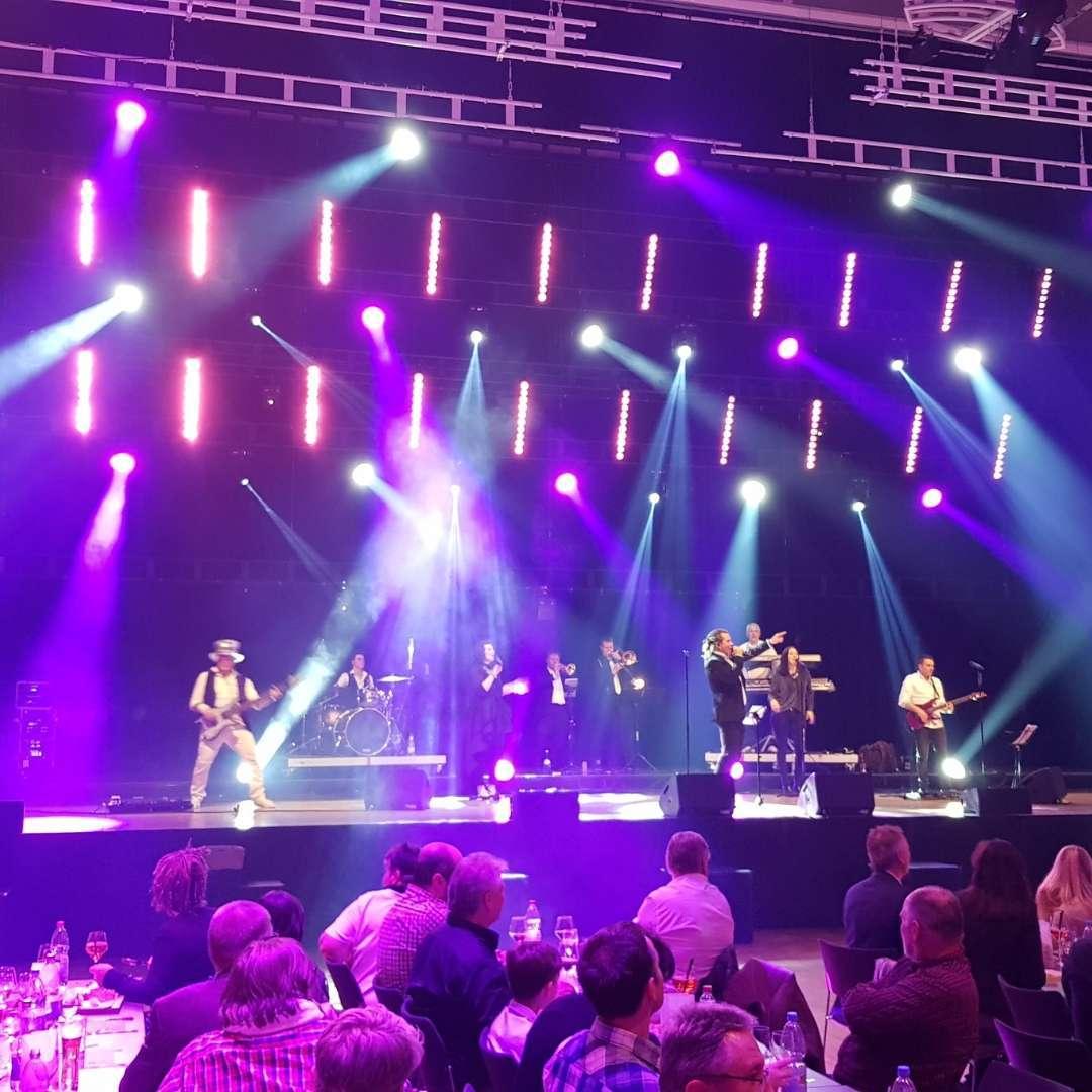 Große Bühnen sind wie für uns gemacht - Die Luxusband Messe Stuttgart