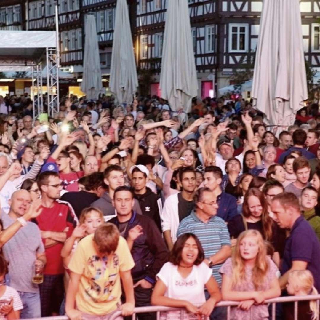 Hands up und Singen! Glückliche Gesichter - Die Luxusband SchoWo Schorndorf