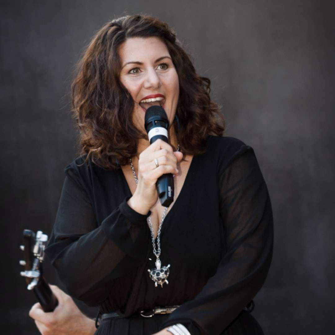 Sängerin Claudia Erlenbusch - Luxusband